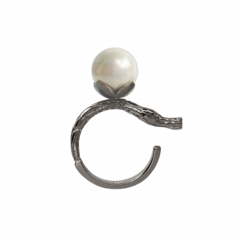 Thin Branch Ring with Pearl