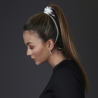 The Hampstead Hairband In White Dusty Grey